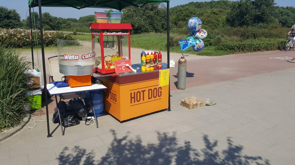 Hot dog, zakręcona frytka