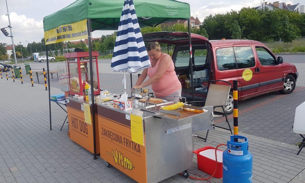 Stoisko hot dog zakręcona frytka